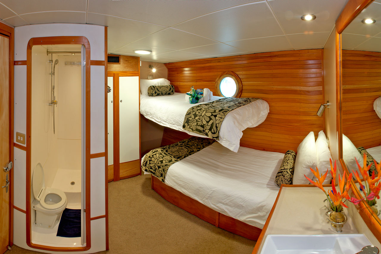 Stateroom with two single bunks